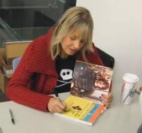 Debbiesigningbooksatlibrary
