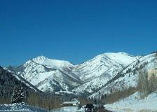 Mountainsjustabovesilverforkl